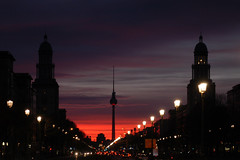 silhouette of berlin (H.Baum) Tags: berlin friedrichshain telespargel frankfurtertor evening orange violett nightshot lights city fernsehturm