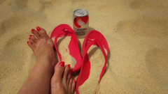 No .... I am not going home yet..... (ShambLady) Tags: i am going home yet red slippers flip flops flipflops rojo rouge rot sand beach langkawi playa toes nails toenails foot nail uñas tan yellow drink soda lychee softdrink can blik malaysia 2018 glinter