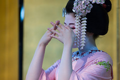 Traditional Dance (walkkyoto) Tags: 舞 dance 祇園 gion 伝統 traditional 舞妓 maiko 京都 kyoto 日本 japan ef200mmf28lusm