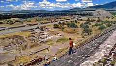 México, Teotihuacán archeological site (gerard eder) Tags: world travel reise viajes piramides pyramiden pyramides america northamerica mexico méxico teotihuacán arqueología archeology culture culturalsite paisajes panorama landscape landschaft natur nature naturaleza outdoor centralamerica archeologicalsite