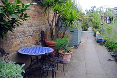 Table for four at Lisson Grove (zawtowers) Tags: jubilee greenway section 2 walk saturday 28th april 2018 cloudy damp littlevenicetocamdenlock regents canal amble stroll walking exploring london urban lisson grove moorings boat barge residential community table relaxing