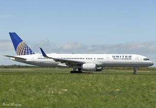 United Airlines 757-200 N67134