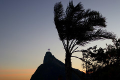 Mirante Dona Marta (Julio Pinon) Tags: brasil brazil riodejaneiro carioca errejota pordosol sunset corcovado silhouette