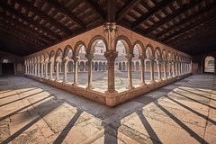 Graves of Venice (Janette Paltian) Tags: janettepaltian canon 650d 1018 weitwinkel wideangle sanmichele venedig venice insel friedhof cloister kreuzgang architektur architecture brown sepia cemetery symmetry symmetrie