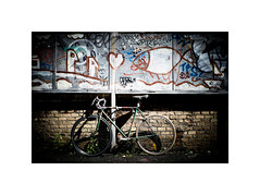 Heart and bike (chalk.and.sun) Tags: viacasilinavecchia90 bici bike bycicle mandrione