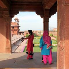 fatehpur sikri selfie (kexi) Tags: india asia uttarpradesh fatehpursikri square selfie women people colors canon february 2017 instantfave