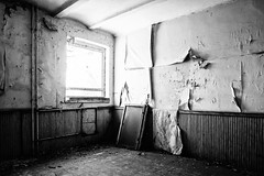 22/30 2017/04 (halagabor) Tags: urban exploration urbanexploration urbex lost lostplaces forgotten decay derelict abandoned abandonment army military base hungary hungarian budapest manualfocus wide wideangle nikkor 24mm bnw blackandwhite monochrome room window wall wallpaper devastation nikon d610