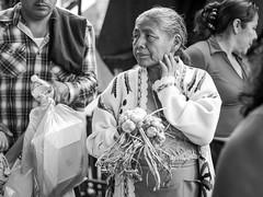 Ajos (Marcos Núñez Núñez) Tags: oaxaca tuxtepec urban ajos ajo blackandwhite streetphotography streetphotographer bw monochromatic canoneosrebelt5 monocromático mercado venta señora vendedora
