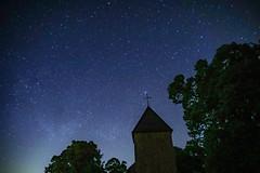 Wollseifener Kirche in sternenklarer Nacht (clemensgilles) Tags: nordrheinwestfalen deutschland nationalparkeifel frühling astrofotographie night nachtfotografie eifellandschaft eifel germany beautiful
