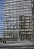Bibliothèque national de France - Mitterand (Monceau) Tags: bnf bibliothèquenationaledefrance mitterand architecture metal mesh reflection people