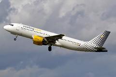 EC-LSA Airbus A320-214 Vueling (LIL/LFQQ) (geoffrey.zdcki) Tags: vlg vy eclsa spotter spotting lilleairport lil lfqq lille departure espagne spain airbus a320 alicante nikon