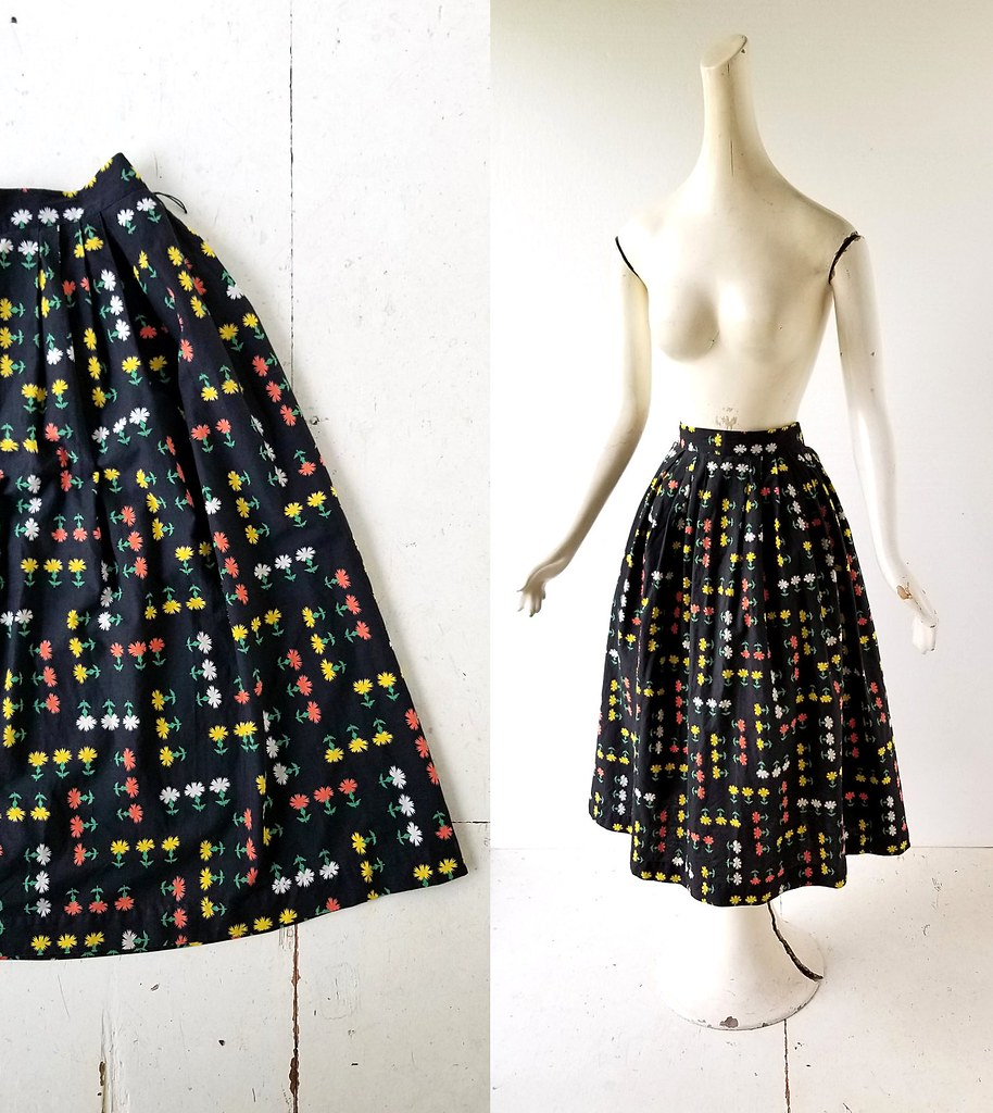 1be89d92db 1950s Dandelion Patch floral print full skirt (Small Earth Vintage) Tags:  smallearthvintage vintagefashion
