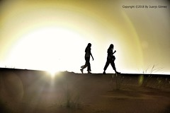 Merzouga Desert (Juanjo Gomez) Tags: desierto desert girl morocco marruecos