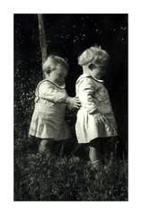 i gemelli a Vicenza - novembre 1936 (dindolina) Tags: photo fotografia blackandwhite bw biancoenero monochrome monocromo sepia seppia gemelli twins vignato family famiglia history storia italy italia veneto vicenza 1936 1930s annitrenta thirties vintage