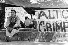 ¡Justicia! (Marcos Núñez Núñez) Tags: justicia manifestación bw monochromatic blackandwhite oaxaca streetphotography parque zócalo streetphotographer urban letrero manta