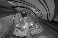 up! (JayPiDee) Tags: architektur deutschland germany schwerin tamron tamronspaf1024mmf3545diii tamron10243545 treppe treppenauge treppenhaus uwa uww architecture bw sw staircase stairs stairway wellhole