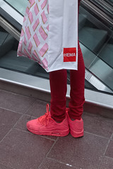 Seen at Rotterdam Centraal (natures-pencil) Tags: shoes trainers footwear red pink hema railwaystation spoorweg shopping bag flambopyant colourful rotterdam nederland netherlands g1xmarkii