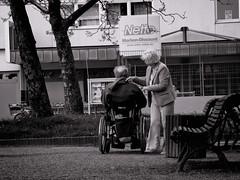 Berliner #824 (.Dirk) Tags: berlin canonsx620 street people bnw sw bw intimacy