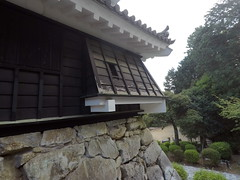 Castle west chute _orig_LG (Hazbones) Tags: iwakuni yamaguchi yokoyama castle kikkawa suo chugoku mori honmaru ninomaru demaru wall armor samurai spear teppo gun matchlock map ropeway