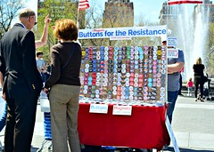 Washington Square Park (Joe Desiderio) Tags: peoplewatching washingtonsquare park buttons magnets