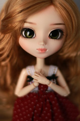 New girl (Blublue) Tags: blublue blue doll poupée pullip groove jun planning coolcat eyechips green vert yeux wig perruque monique gold doré or gorlden reddish blond red rouge dress robe obitsu 27