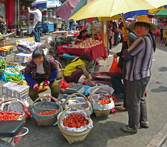 Strawberry Vendors (Wolfgang Bazer) Tags: strawberry vendors erdbeerverkäuferinnen market markt hefei anhui china