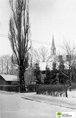 tm_7528 - Skolgatan, Tidaholm (Tidaholms Museum) Tags: svartvit positiv bostadshus exteriör tidaholm snö vinter