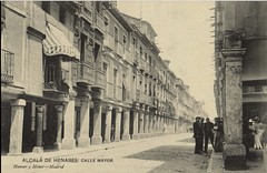 Alcalá de Henares ● calle Mayor 1910 (sftrajan) Tags: alcaladehenares españa spain antaño callemayor 1910 bw alcaládehenares entiempospasados