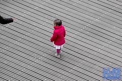 A view from the room (Erwin van Maanen.) Tags: streetphotography straatfotografie urban storytelling netherlands nederland street straat calle paisesbajos aviewfromtheroom documentaire verhalendefotografie narrativephotography socialdocumentary erwinvanmaanen kroonenvanmaanenfotografie nikond7000