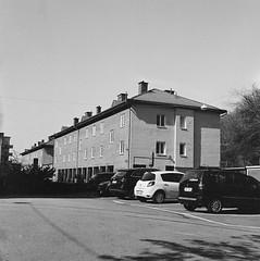 house (rotabaga) Tags: sverige sweden svartvitt göteborg gothenburg johanneberg lomo lomography lubitel166 fomapan r09 blackandwhite bw bwfp twinlens mediumformat mellanformat 120 6x6