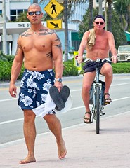 Shirtless guys walking & riding (LarryJay99 ) Tags: 2018 beach streets people ftlauderdale ocean atlanticocean shirtless peekingnippkes peekingpits pits arms navels bellies face tatts tattoos barefoot barfuss bald baldheaded sunglasses glasses legs walking men male man guy guys dude dudes manly virile studly stud masculine sexyman bicycle bikes street urban strangers candid unkpos unposed fortlauderdalebeach fortlauderdale florida swimwear hairy toes barefeet bare chest barechest handsome masculinity gaze jaw