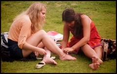 Helping hands... (iEagle2) Tags: oslo girlfriends girls garden women summer norway barefoot barfuss barfota