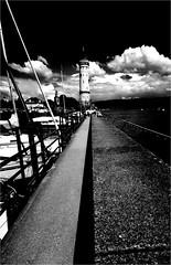 000497 (la_imagen) Tags: lindau lindauimbodensee bodensee laimagen lakeconstanze lagodiconstanza lagodeconstanza sw bw blackandwhite siyahbeyaz monochrome fener lighthouse leuchtturm pier liman harbour hafen lake