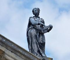 Statue of the Muse Erato, Clarendon Building - Oxford, UK (Chris TL) Tags: oxford england uk unitedkingdom clarendonbuilding muse erato statue music oxforduniversity universityofoxford