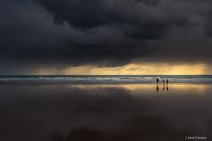 Unidos (AvideCai) Tags: avidecai paisaje playa nubes cielo reflejos canon1635 cádiz atardecer mar