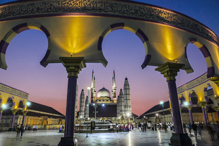Saat Mahgrib di Masjid Agung Jawa Tengah