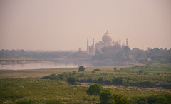 le Taj Mahal depuis le fort Rouge à Agra (Enjoy every moment on Earth) Tags: inde india agra tajmahal campagne countryside rivière river yamuna nikon ngc