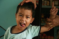 pretty determined not to have his photo taken (the foreign photographer - ฝรั่งถ่) Tags: boy wandering tongue hands gold rings khlong thanon portraits bangkhen bangkok thailand canon
