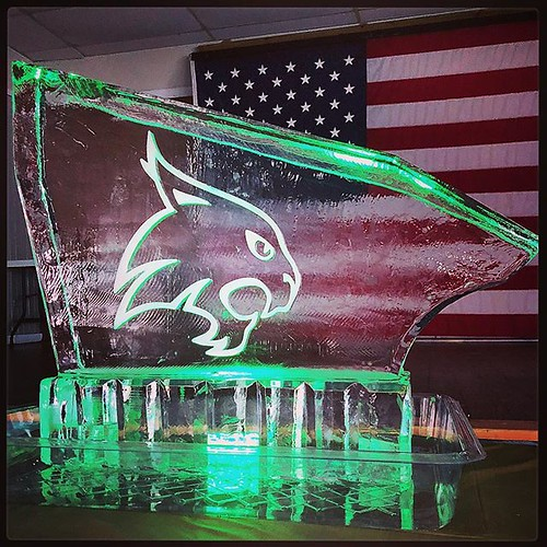 Here's a fun #iceluge to celebrate #graduation Congrats to all the new graduates out there! #fullspectrumice #thinkoutsidetheblocks #brrriliant - Full Spectrum Ice Sculpture