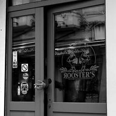 Défense de Fumer / No Smoking (Serge Dejonckheere) Tags: brussels bruxelles noiretblanc blackandwhite monochrome streetphotography photoderue candid street rx100
