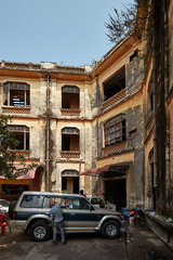 Old Police station (Thomas Mülchi) Tags: 2018 cambodia phnompenh people persons architecture building derelict oldpolicestation carwash kh