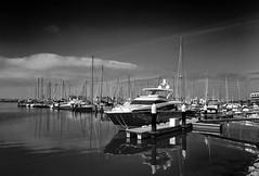 jlvill  106  Calma total en B&N (jlvill) Tags: puertosdeportivos puertosherry monocolor agua nubes yates barcos nautica 1001nights 1001nightsmagiccity
