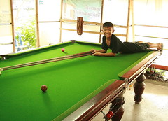 stretched out on his playing field (the foreign photographer - ฝรั่งถ่) Tags: boy billiard cues balls table green khlong thanon portraits bangkhen bangkok thailand canon