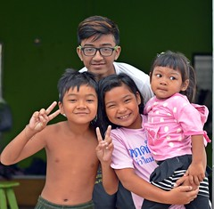 children with south asia blood send you peace (the foreign photographer - ฝรั่งถ่) Tags: four children glasses peace sign khlong thanon portraits bangkhen bangkok thailand nikon d3200