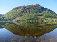 Tidlig speil -|- Early mirror (erlingsi) Tags: mirror rotevatn rotsethornet volda morning spegling reflection mountain green lake speglun