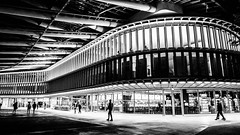 Spaceship waiting (Phg Voyager) Tags: building architecture bw paris halles forum phgvoyager photography empty night city urbanscape urban streetphotagraphy france leica dlux4 outdoor spring people shadows spaceship modern light