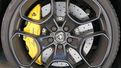 Lamborghini rules! (theflyingtoaster14) Tags: wheelradreifentyres brake brakes bremse lamborghini rules bullbulletechniktechnicsroundrundsteelstahlcarbonkarbonfullthrottlevollgaspowerkraftcanong3x