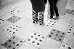 Japan 2018 (SimonSawSunlight) Tags: blackandwhite film analogue rangefinder m street documentary photography leica m2 texture bug repetition variation streetphotography 35mm neopan 400 iso400 fuji japan tokyo sangenjaya trainstation dots