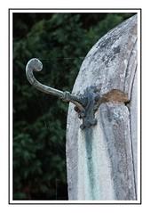 Oublié... (DavidB1977) Tags: france picardie aisne hautsdefrance fujifilm x100f villerscotterets tombe cimetière crochet