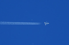 'Eight miles high'.... (crusader752) Tags: usn unitedstatesnavy boeing c40a clipper buaerno 166695 callsign convoy6224 contrail